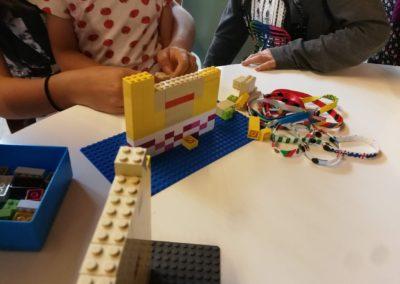 LEGO Selfie: T-Shirt und Hals sind schon da