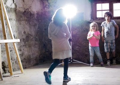 Inspiriert: Spontane Theateraufführung von Kindern